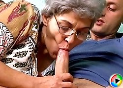 Greying slut goes for hardcore