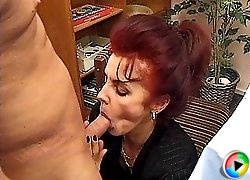 Old housewife gets her pussy plowed