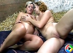 Old sluts compete in 4some