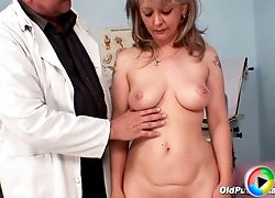 A Wife over fifty get her pussy explored on gynochair